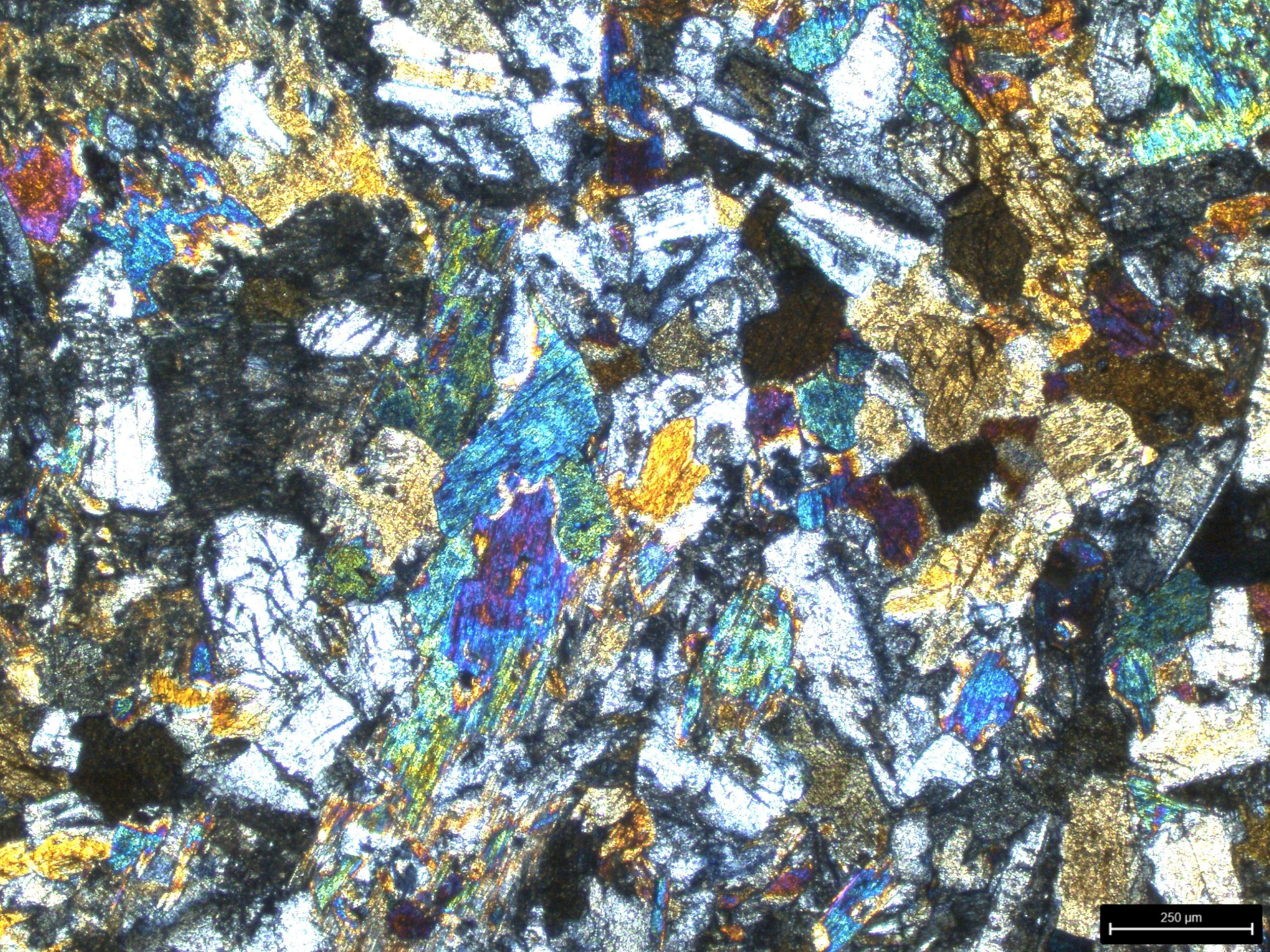 Diques-basalto-1-polarizado